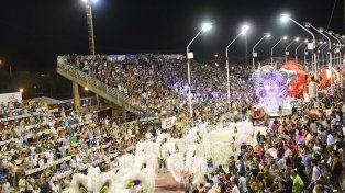 Espectáculo. La fiesta en el corsódromo arrancará a partir de las 22.30, con el desfile de tres comparsas.