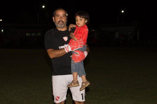 Adrián Vugner, después de 8 años, volvió al arco de Atlético Maciá