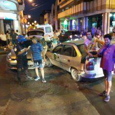 Gran barrullo. A las 20,30 hubo un choque y varias reacciones en el centro de Paraná. Foto: Juan Pereira.