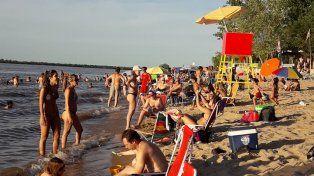 La primera quincena de enero se vive a pleno en las playas del río Paraná