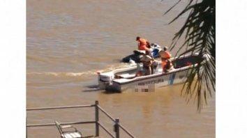 Arrastre. Prefectura de Paraná halló al joven en Bajada Grande.
