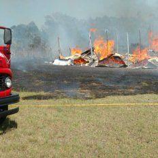 El viento reavivó un incendio en Chajarí y consumió un galpón de un aserradero