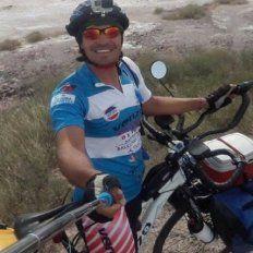 Comenzó un viaje de Córdoba a Rusia en bicicleta
