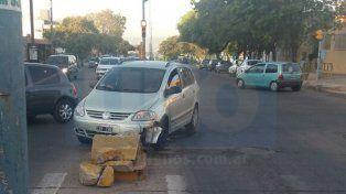Destruida. La puntera sufrió con el paso del tiempo numerosos choques por parte de los vehículos. Foto: Estefanía Noro.