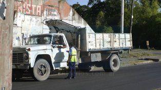 Frente al Tijuana. Los inspectores y policías trabajaron frente al hotel alojamiento. Foto UNO Mateo Oviedo