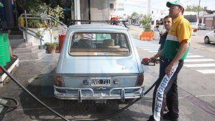 El incremento del combustible fue una de las variables que aceleraron el índice de inflación.