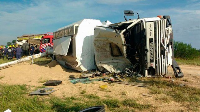 Chocaron cuatro vehículos en ruta 39 y rescatan personas atrapadas