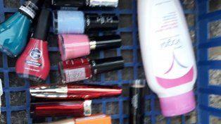 Piba detenida por robar de una farmacia pinturas, cremas y maquillajes