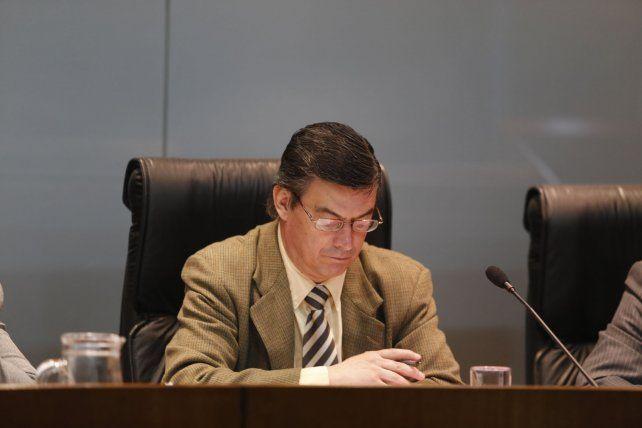 Objeción. El vocal Perotti cuestionó la aplicación lineal del delito continuado en casos de abuso sexual.