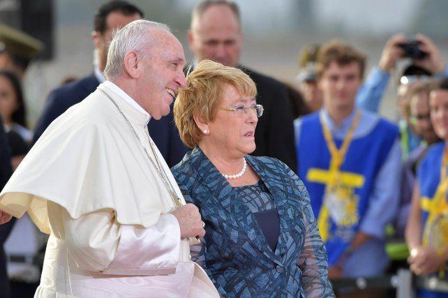 El Papa pidió perdón por los abusos a niños cometidos por curas chilenos