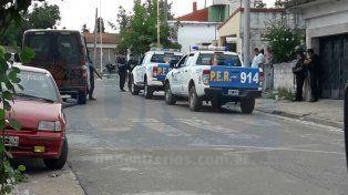 Reacción policial. Tras las balaceras, hubo varios allanamientos en el barrio Ferroviario.