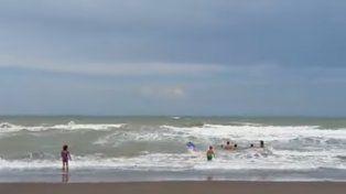 Tres nenas fueron rescatadas del mar cuando estaban a punto de ahogarse