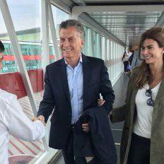 Nos vamos. El Presidente y la Primera Dama, Juliana Awada, al embarcar. La foto fue compartida por Macri en twitter.
