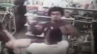 VIDEO | Indignación por un hombre que golpeó a un bebé en una pelea