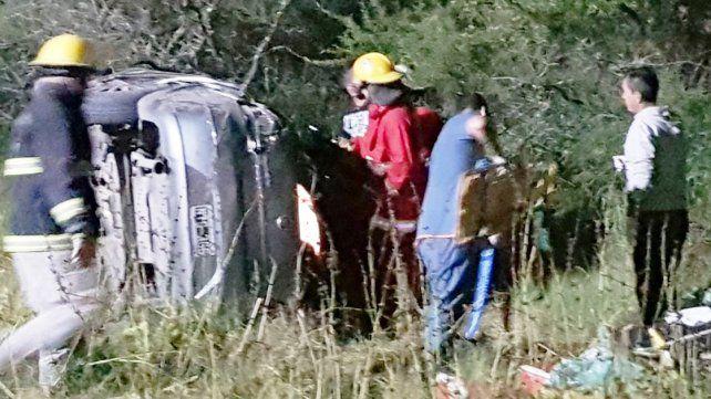 Familia herida en un vuelco en ruta 127