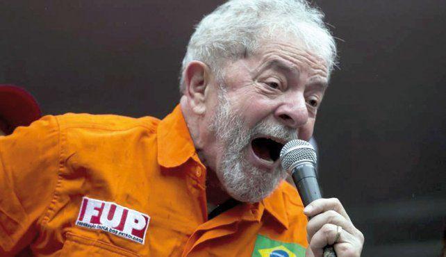 Euforia. Lula fue recibido por una multitud que lo respalda y lo quiere en las elecciones.