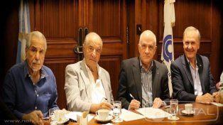 Los representantes de las partes firmaron el convenio.