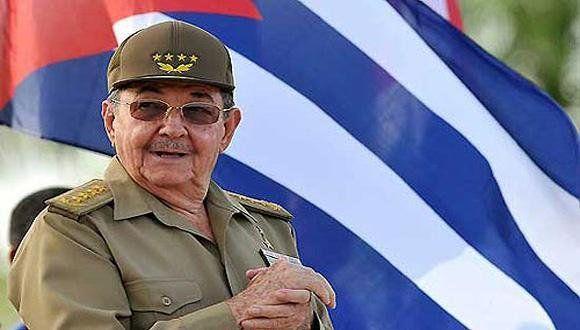 Sonrisa. Castro se mostró públicamente en diciembre ante sus pares.