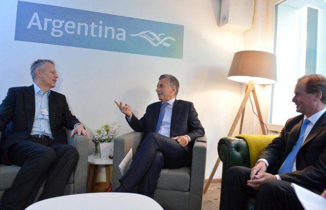 Preferencial. Macri sentó a Bordet frente a James Quincey para analizar la apertura de ese mercado.