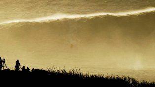 Un portugués podría entrar al Guinness por surfear la ola más grande de la historia