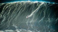 un portugues podria entrar al guinness por surfear la ola mas grande de la historia
