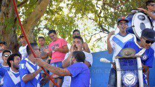 Hinchas de Sportivo Urquiza apoyaron al plantel antes de su debut