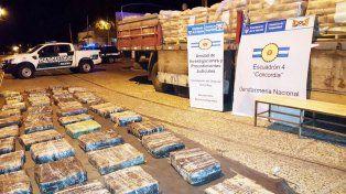 Incautaron casi 3.000 kilos de marihuana que era transportada en un camión brasilero