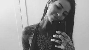 Cande Tinelli posó sexy con su nuevo tatuaje