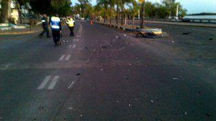 Buscan a conductor que chocó a una motociclista y huyó