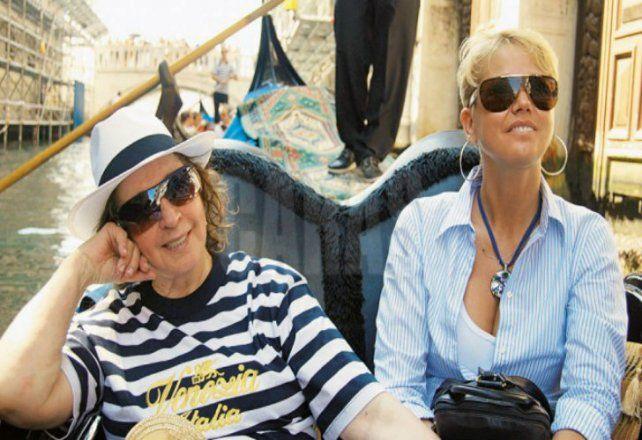 Xuxa le canta en un video a su mamá, quien lucha contra una enfermedad degenerativa