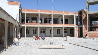 Obreros trabajando en la escuela. Foto. Gobierno de Entre Ríos - Ministerio de Cultura y Comunicación.