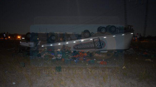 Camionero paranaense fue hospitalizado tras volcar el vehículo en que se conducía