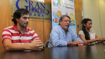 Presentación.La Conferencia de Prensa del Triatlón del Paraná estuvo a cargo de Atilio Carboni, Subsecretario de Deportes Municipal, Maximiliano Goryetto y Viviana Paiva, organizadoresdel Tria.