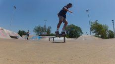 Nahuel Mancini. BS Feeble en la baranda del skatepark de Paraná.