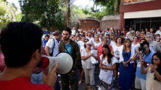 La última protesta de los trabajadores de LT11 en la puerta de la radio.