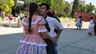 Las parejas bailaron en la peatonal de Paraná.