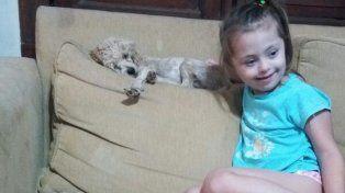 Amelia se reencontró son su perrita Lola