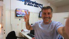 En la Redacción. Carlitos es jefe de la Sección Política de Diario UNO. Conduce la primera mañana de FM Litoral.
