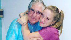 Previo a la operación. Miguel y su hija se abrazaron.
