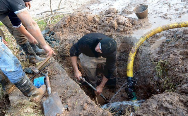 Varios barrios de Paraná estarán sin agua por la reparación de un caño maestro