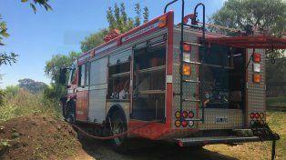Los bomberos confirmaron que se prendieron fuego los pastizales. Foto UNO Diego Arias.