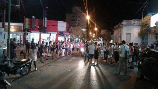 La concentración se realizó en 25 de Mayo y Rocamora. La movilización se dio en medio de la conmoción por el fallecimiento del Sargento de 44 años