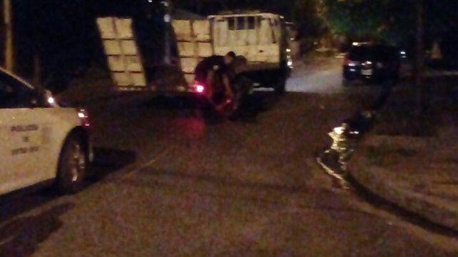 Corrían picadas y chocaron contra un camión