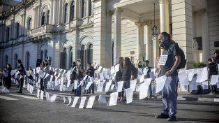Reclamo. En Casa de Gobierno y en el resto de la provincia se desplegaron acciones de concientización.