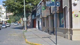 Intervención policial. El hombre murió en una de las habitaciones del emprendimiento de calle Liniers.