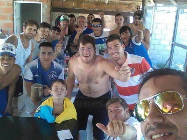 Los jugadores de Instituto disfrutan del día libre y disfrutan de la jornada en Aldea Brasilera