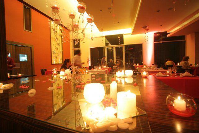 La cena de enamorados es un clásico. Foto UNO Archivo.