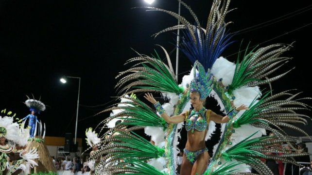 El carnaval de Hasenkamp recorre 250 metros de fiesta popular
