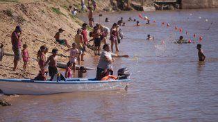 Chicos y grandes. Todos se divirtieron del río y en la playa