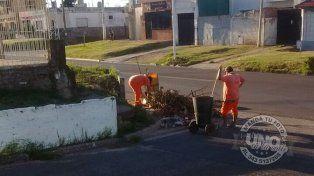 Barrenderos: En vez de juntar, tiran la basura en una esquina